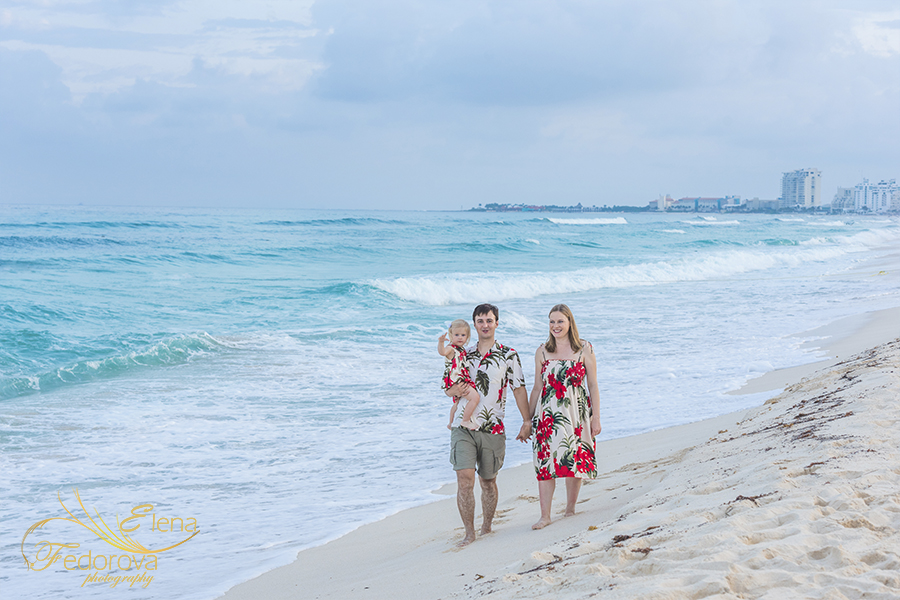family photoshoot in Cancun