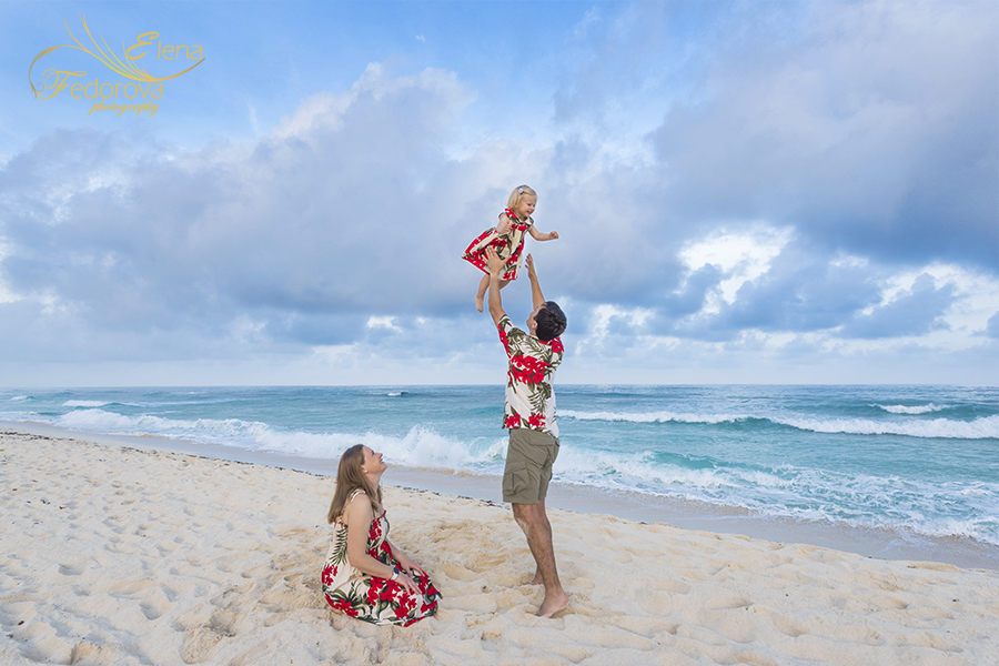 sunset family beach portraits Cancun