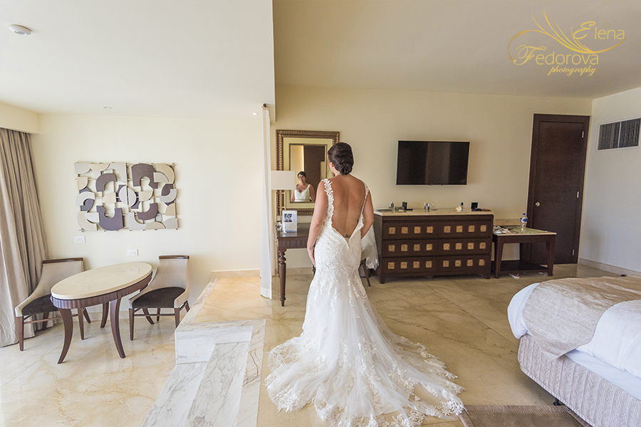 Moon Palace Cancun wedding bride in front of mirror