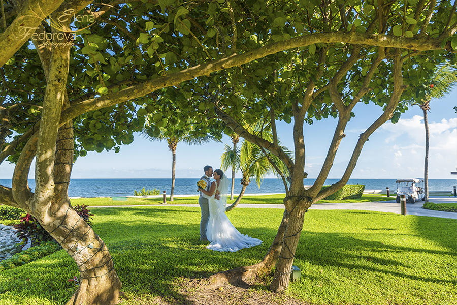 Moon Palace Cancun wedding creative photo