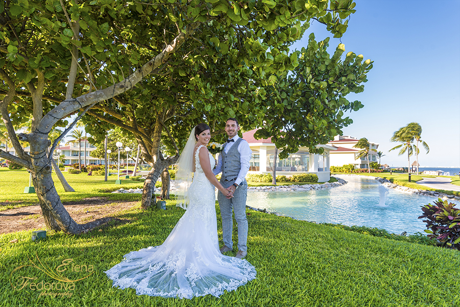 moon palace Cancun wedding photos in garden