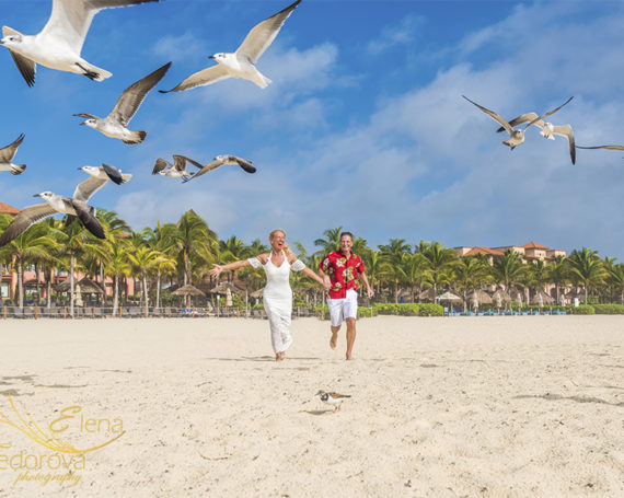 Anniversary beach photo session in Sandos Playacar.