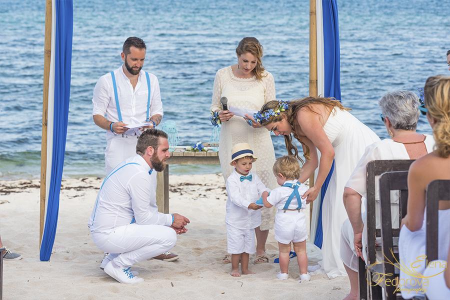 at wedding ceremony blue venado beach club
