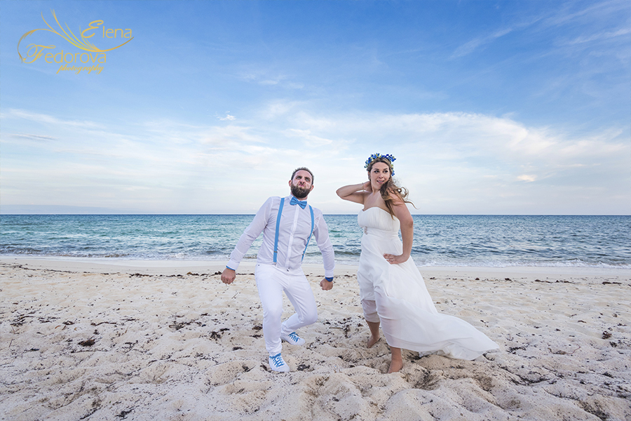 beach club blue venado wedding photo
