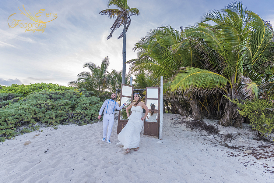 beach club clue venado wedding photos