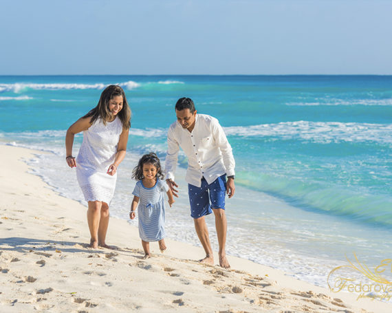 Cancun family beach vacation photography.