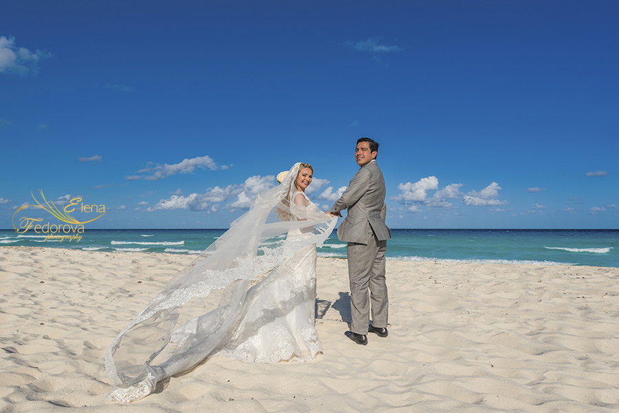 beach time wedding photos