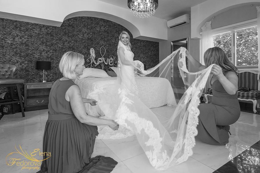 bride portrait black and white