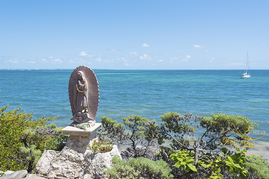 statue of santa maria