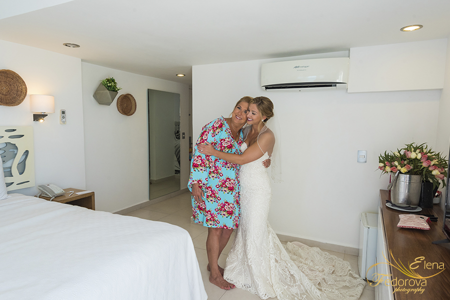 bride hugging mum photo