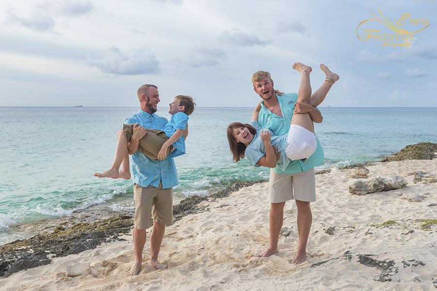 family beach photos cozumel