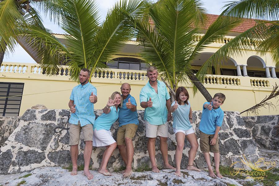 happy family vacation in cozumel
