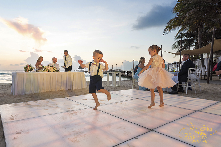 kids on dance floor mia reef isla mujeres