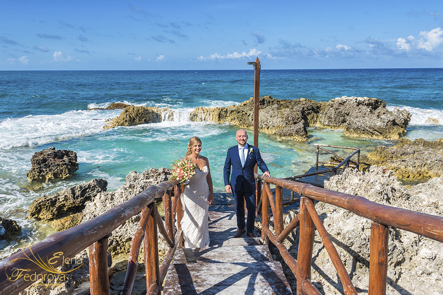 kings pool mia reef isla mujeres wedding photo