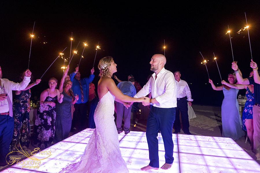 mia reef isla mujeres bride groom dance