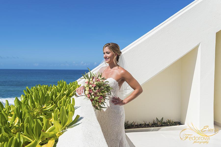 mia reef isla mujeres bride portrait