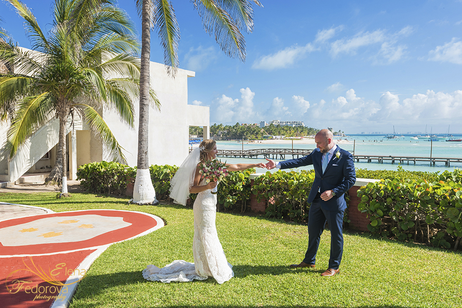 mia reef isla mujeres first look wedding