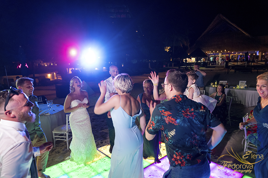 wedding receptions dance time mia reef isla mujeres