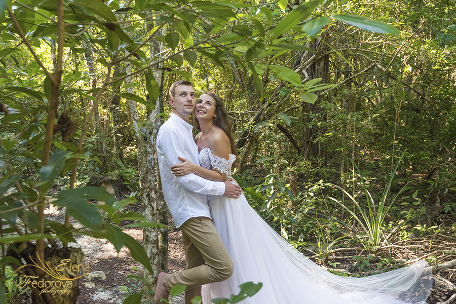 couple celebrating honeymoon cenotes mexico