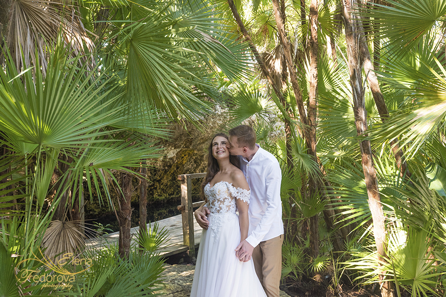 couple in cenotes photo session