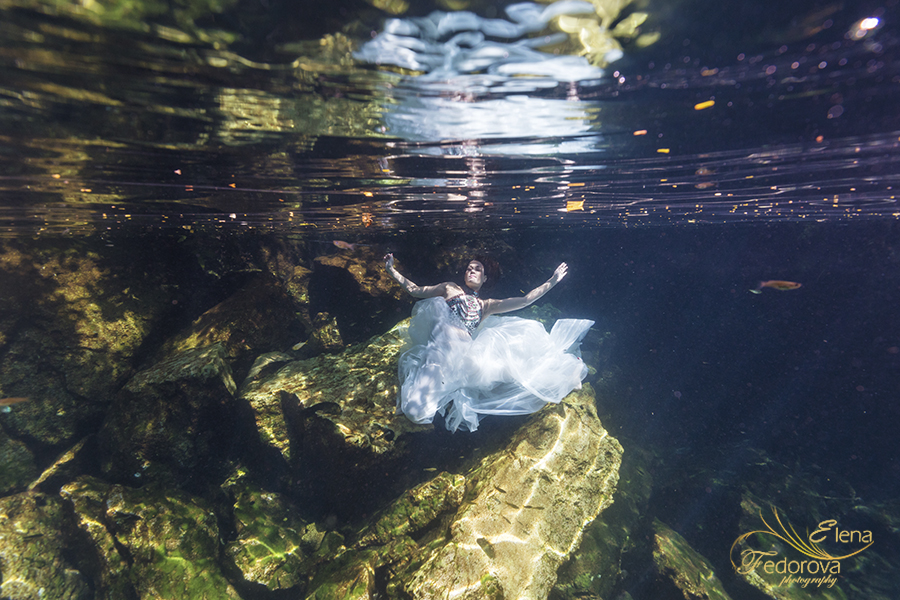 model underwater photo shoot
