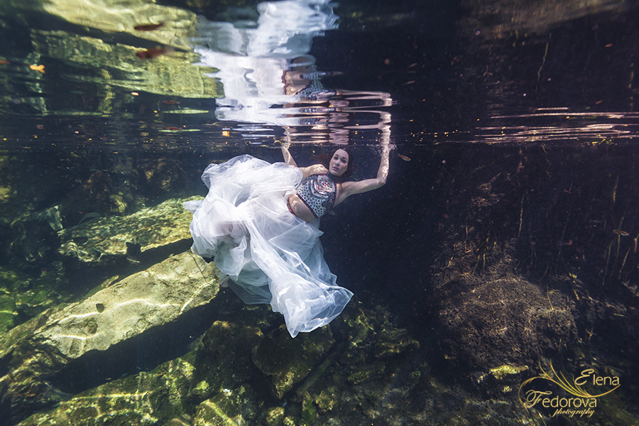 underwater trah the dress model