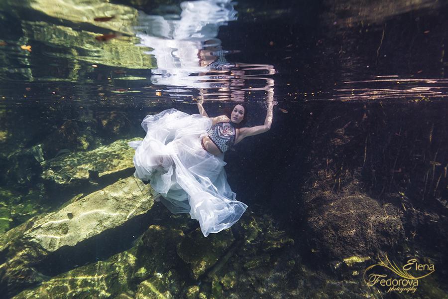underwater trah the dress model