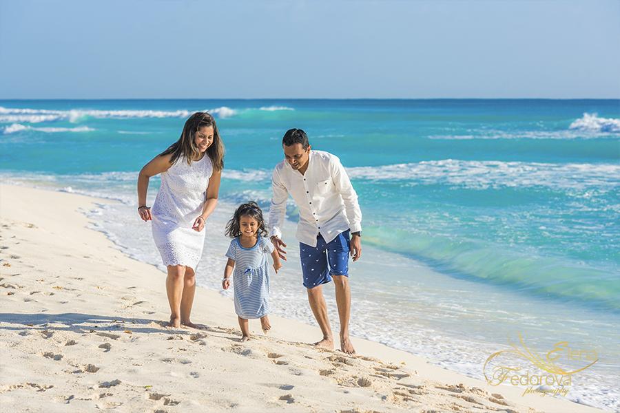family posing ideas lifestyle photography