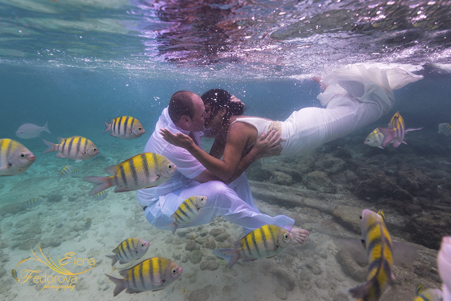 isla mujeres underwater photography kiss