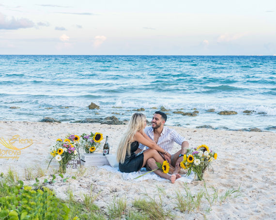 Beach surprise proposal in Playa del Carmen