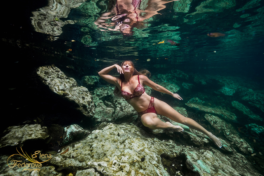 underwater lingerie photo session