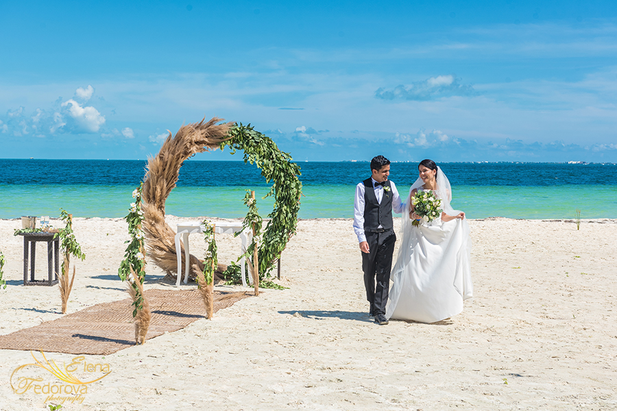 beach elopement cancun