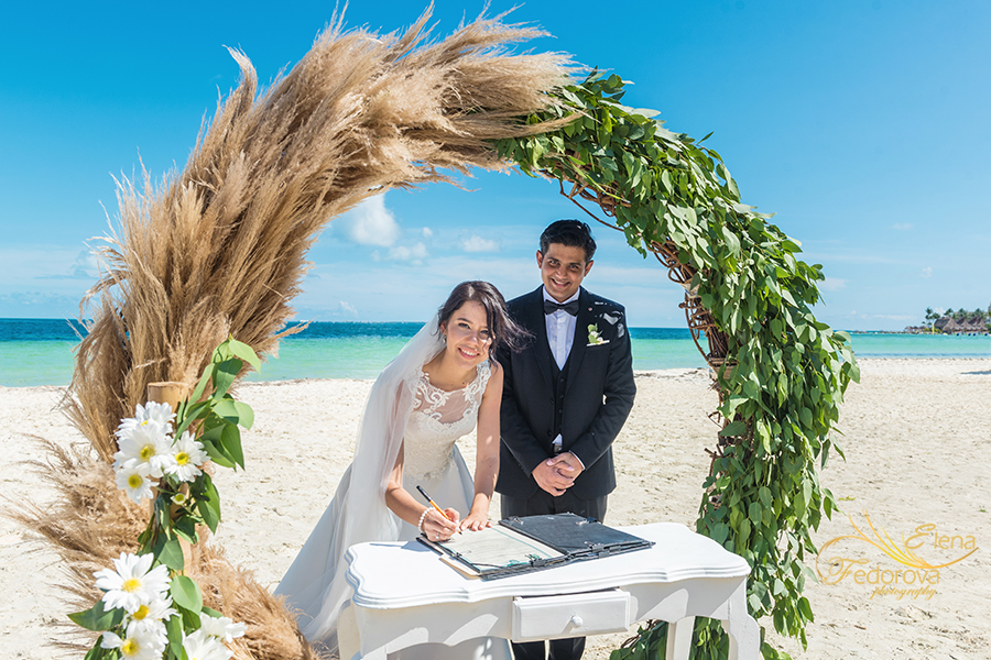 beach elopement in cancun