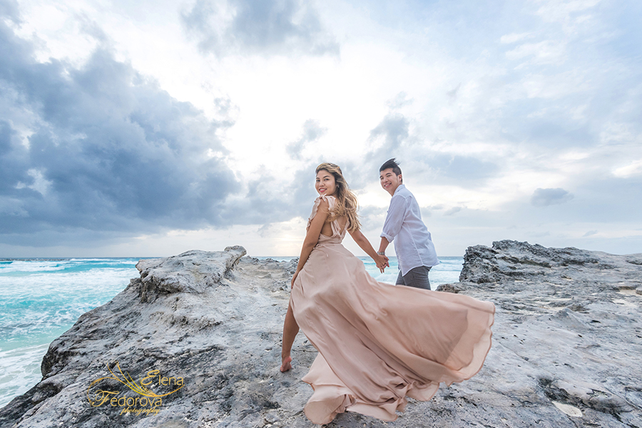casual beach engagement photos cancun