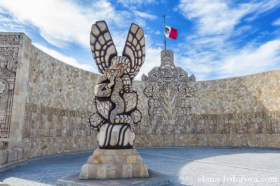 merida mexico monumento patria
