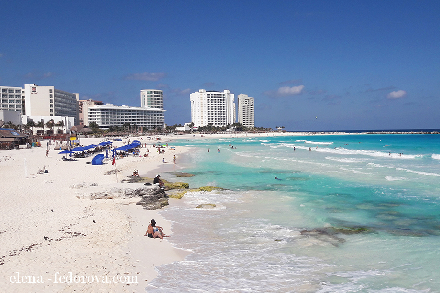 playa gaviota azul cancun
