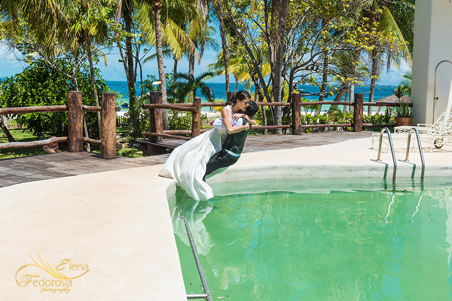 trash the dress in pool cancun